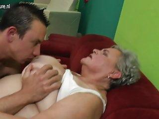 La vera nonna scopa il suo giovane amante
