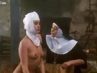 Eva Grimaldi nuda nel film La monaca nel peccato
