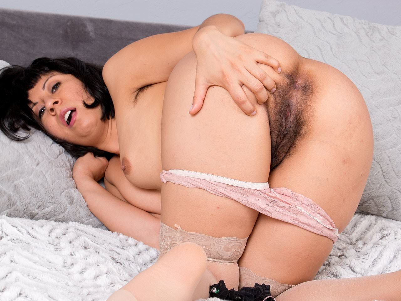 Something cunt american her milf hairy has vivi fun lots of with seems me
