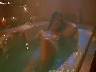 Celebrità nude in bagno