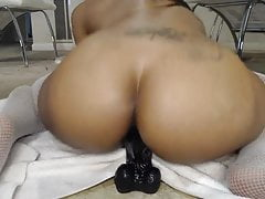 Black girl takes it in her hole