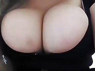 Youtuber gleice leitinynho zoom on overflowing boobs ig...