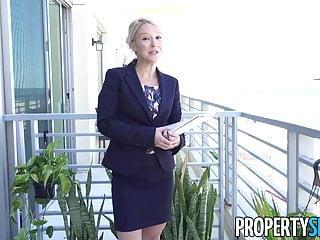 Den blonda fastighetsmäklaren och den snygga klienten