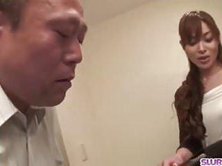 瞳Kanou角質修女在與公雞和硬性愛