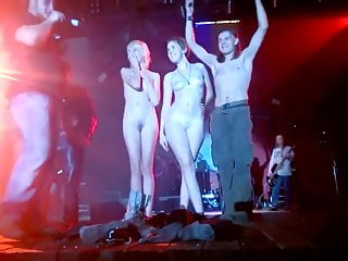 amateur nude stage concert