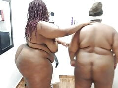 BBW Twins Admire Each Other's Bodies