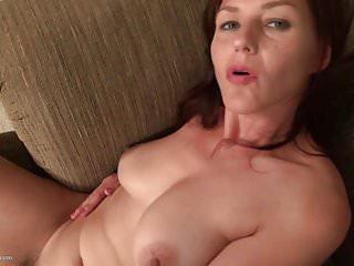 Pelosa madre matura americana con bel culo e figa
