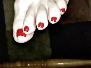 Want wifes toes and feet...