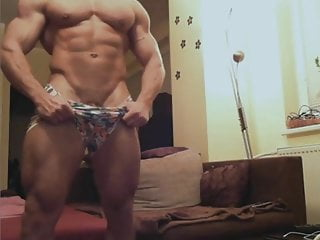 Str8 bodybuilder nude on cam...