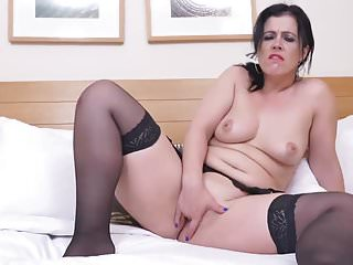Chunky erotic blackhaired milf masturbation