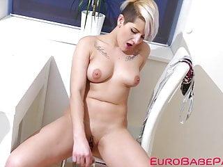 Voluptuous Euro slut slut toys her cunt with fuck toy like a whore