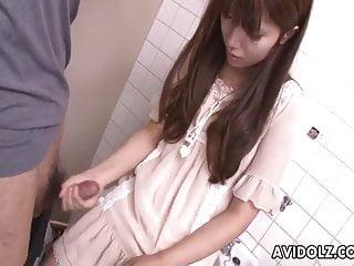 亞洲青少年抽搐上的陌生人公雞在浴室
