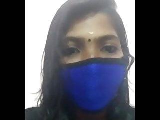 एक पूरी तरह से अजनबी एक तीखी भारतीय पत्नी के मालिक