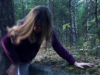 I fucked a stranger in the woods to help her – public sex