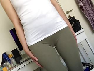 Skinny MILF Perfect cameltoe