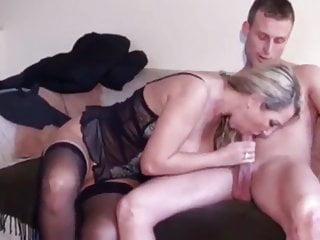 sexy reife Frau in Dessous wird von ihrem Stiefsohn gefickt - Bild 5