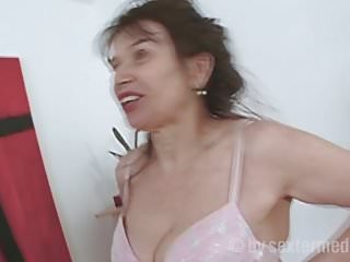 Oma Sex mit Emma - Pornovideos, wo es immer schönere