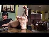 Deedeerican latina feet in flipflop