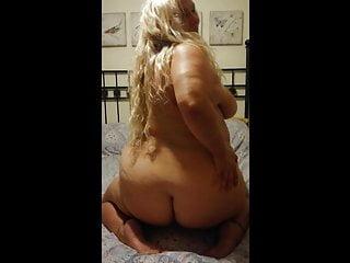 Shakes her chubby big blond mature...