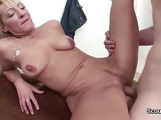 43yr Old Hot MILF Teacher Fuck Young Boy dopo Lezione di sport