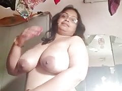 Big boobs aunty on cam