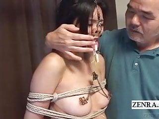 帶有鼻鉤和夾子的至尊日本性虐待