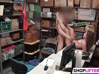 This LP Officer Is A Teen Shoplifter Expert