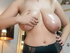 tettone oliate in camPorn Videos
