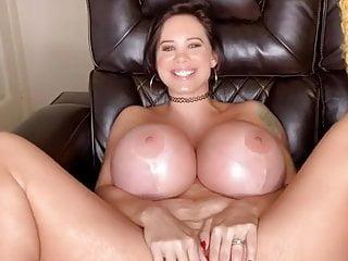 Brittany Elizabeth Masturbates and cums