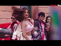 Actress Nidhi Aggarwal shows boobs