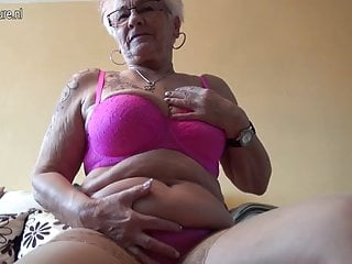 La nonna Gerdi dalla Germania è una casalinga arrapata