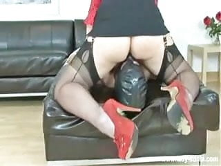 2 doms wank off slave and sit on his face