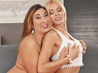 Nonna e il suo giovane amante lesbica