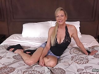 Large Tits Novice Cougar Loves Getting Fucked