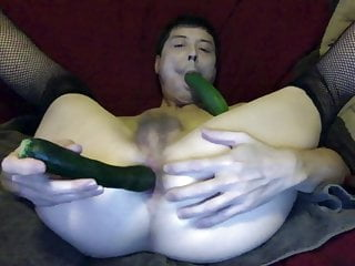 Loves fucking and sucking cucumbers...