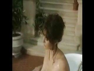 bigboobs brunette in the bath