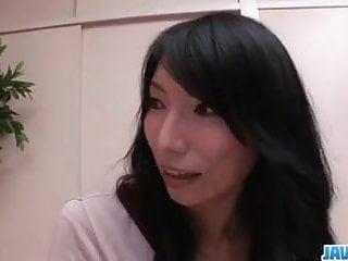 Yukari黑髮日本人被粗暴抽出