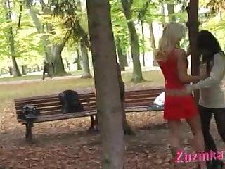 Pole Dance in a public parc in daylight!