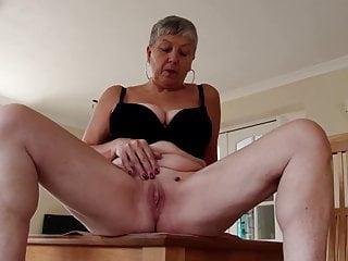 Amatoriale vera madre matura con vagina assetata