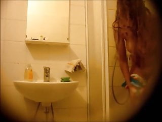 SPY CAM. BLONDE'S HOT CURVES IN BATHROOM