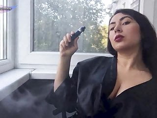 Girl smoking pussy after a walk...