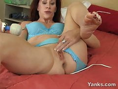 Chesty Yanks Milf Catherine Plowing Hitachi