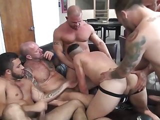 1 slut vs 6 hungry bears