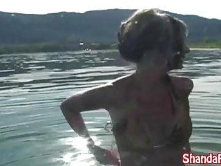 La viziosa Milf canadese Shanda Fay si fa sborrare anale sulla barca