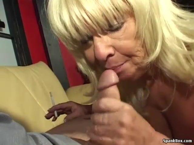 Nagymellű anyuka leszopta a fia farkát szex videó