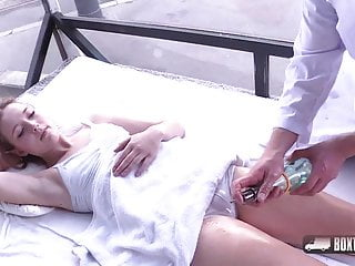 Simona become Dreweova multiple public a Orgasms in