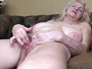 Nonna sporca con fica pelosa