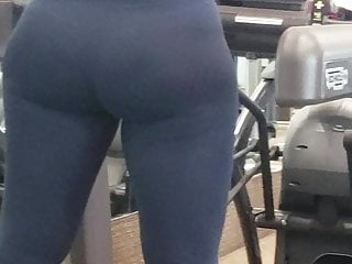 Candid Albanian Fat Booty Wide Hip PAWG in Gym