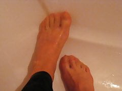My feet nylon trensparent in the shower
