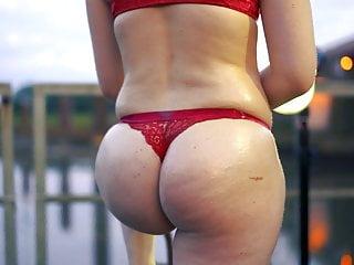 Her first Video – Young big ass blonde twerking